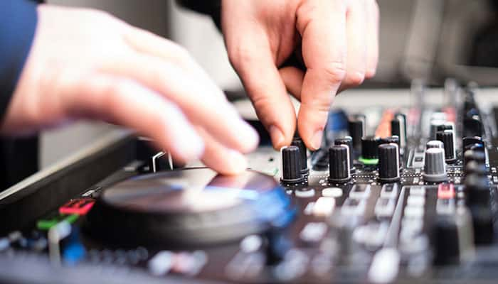 10 Best DJ Turntables in 2020 [Buying Guide] Music Critic