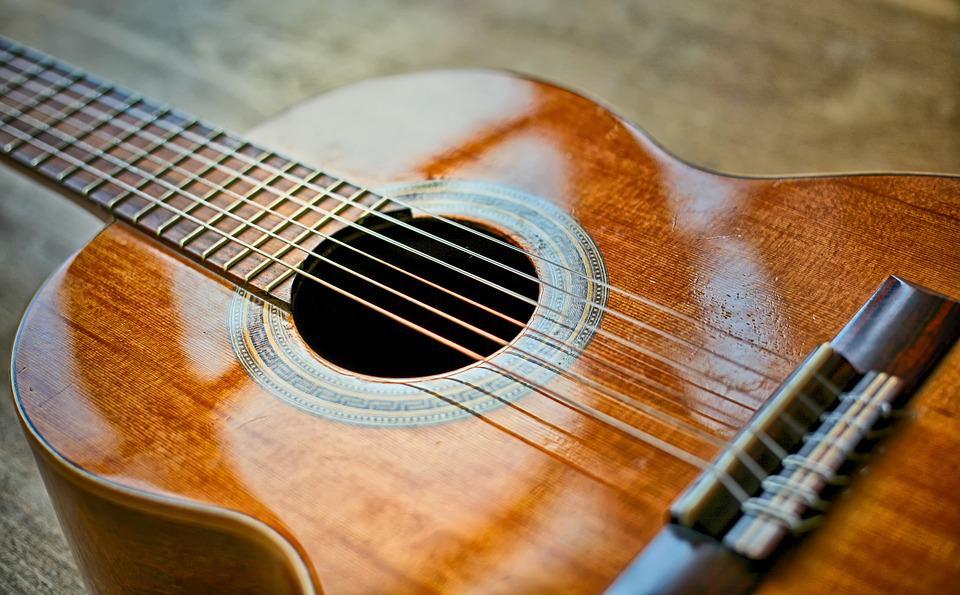 Low tension guitar strings