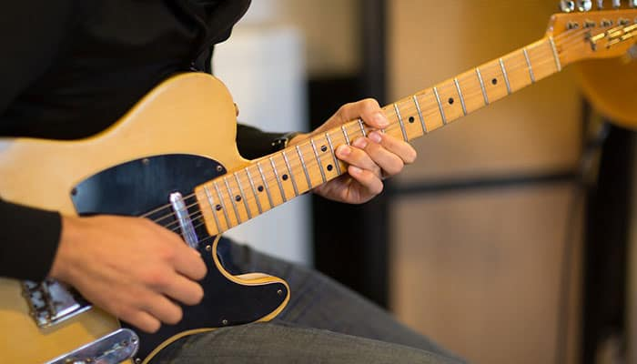 Electric-guitar-for-small-hands