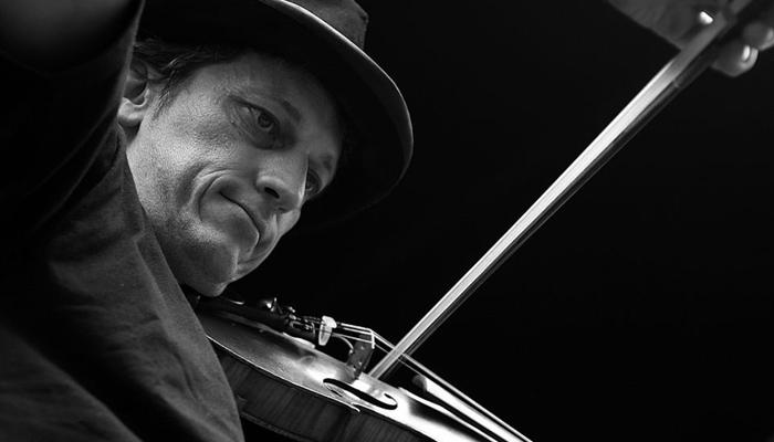 Diagonal violin bow