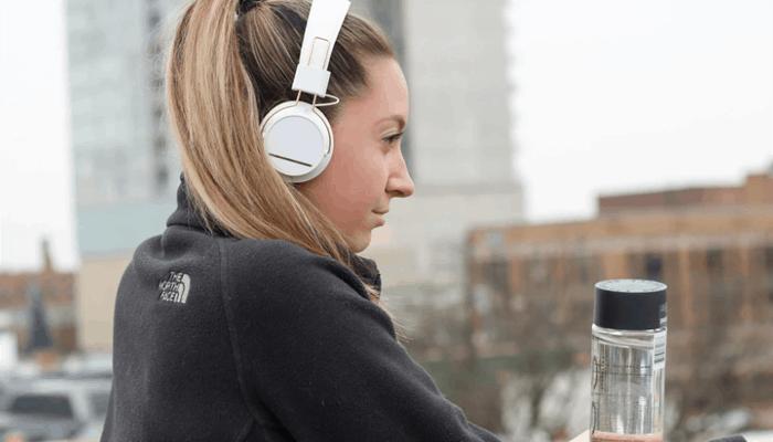 Woman wearing white headphone