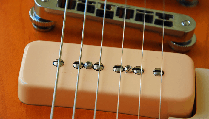 Guitar pickup and strings