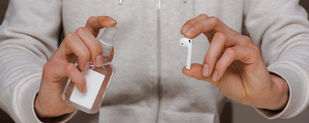 Sanitizing earphone