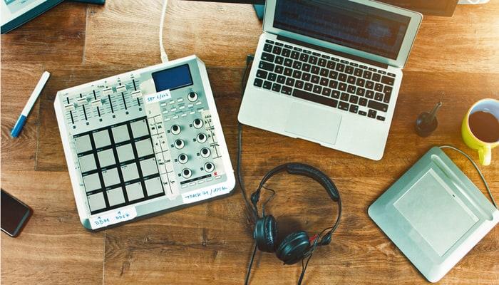 Drum Machine mixer with laptop