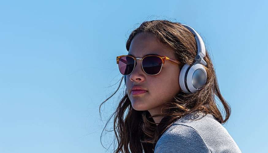 Girl with sunglasses and headphone